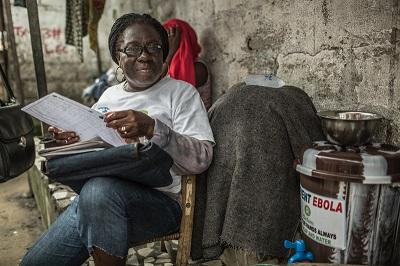 Agnes Nyantie. 42. Trabajadora comunitaria de salud, Liberia. Imagen: Pablo Tosco / Oxfam