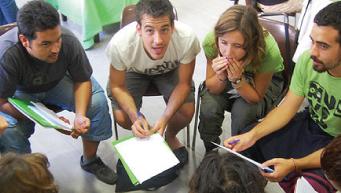 Una reunió de treballadors. (c) Oxfam Intermón