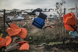 Chalecos salvavidas en un vertedero de la isla de Lesbos, en Grecia. Autor: Pabl
