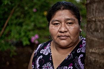 """Raquel Vasquez, Guatemala """"No es suficiente que las mujeres aparezcan en el título de propiedad sino que deben ejercer su derecho pleno a decidir sobre la tierra y su alimentación""""."""
