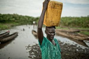 Martha Nyandit en el campo de desplazados de Mingkaman. (Imagen: Pablo Tosco / Oxfam Intermón)