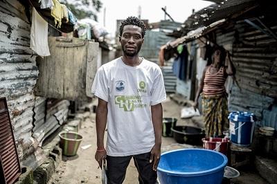 Nelson, promotor de salud en Monrovia. Imagen: Pablo Tosco / Oxfam Intermón
